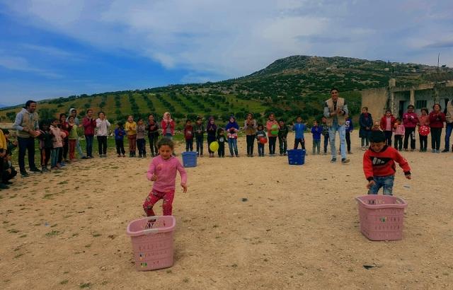 Afrinli çocuklara eğlence programı