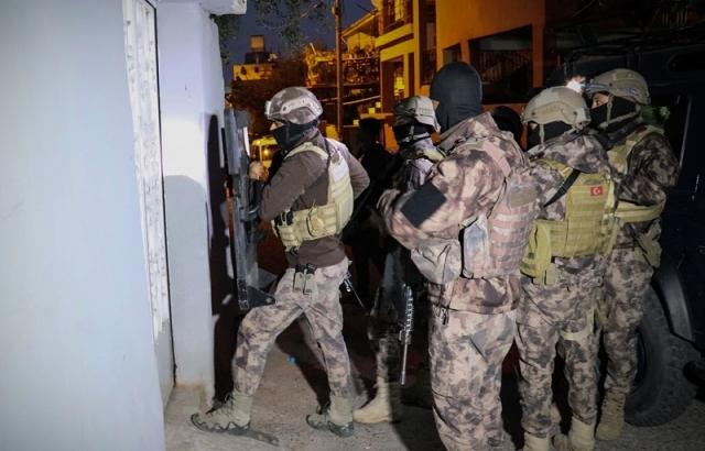 Aranan şüphelilere yönelik operasyon: 6 gözaltı