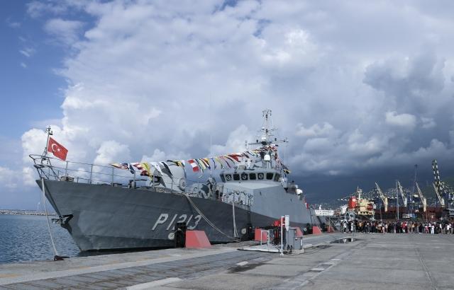 Askeri gemi ziyarete açıldı