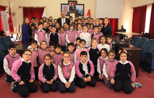Başkan Nehir, İlkokul Öğrencileriyle Bir Araya Geldi