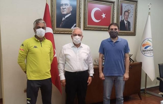 Başkan Tosyalı iki takımın hocasıyla görüştü