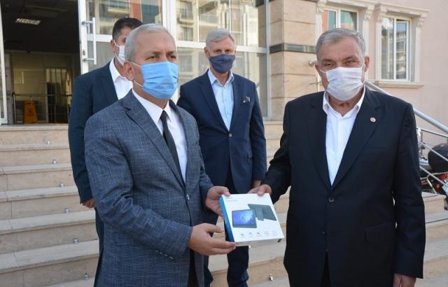 Başkan Yılmaz'dan 200  Öğrenciye Tablet