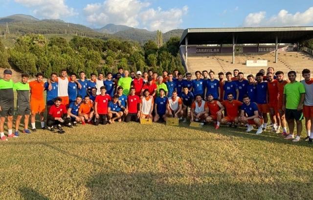Fatih Tosyalı'dan futbolculara baklava ziyafeti