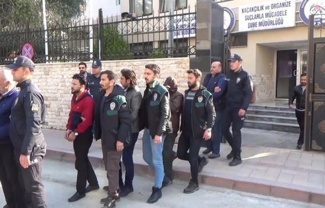 Göçmen kaçakçıları serbest bırakıldı