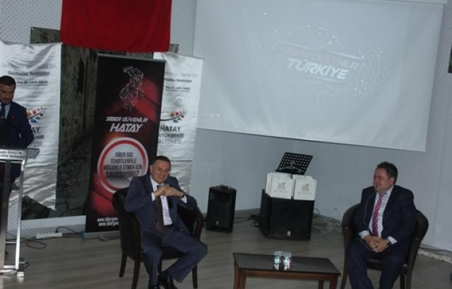 Hatay Büyükşehir Belediyesi tarafından 'Siber Güvenilir Hatay Zirvesi' gerçekleştirildi.