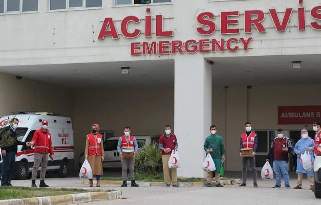 Kızılay'dan sağlık çalışanlarına jest