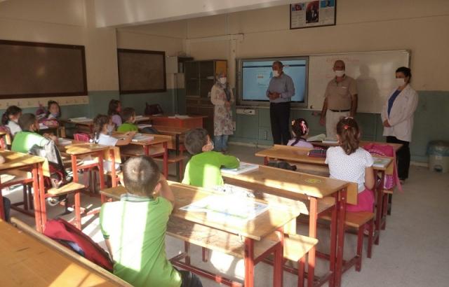 Müdür Gülistan, Yılmaz Nurlu İlkokulu'nu ziyaret etti.
