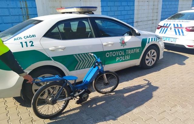 OTOYOL'DA MOTOSİKLETLİ YARIŞ