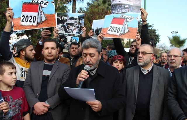 Suriyeliler İdlib'deki saldırıları protesto etti