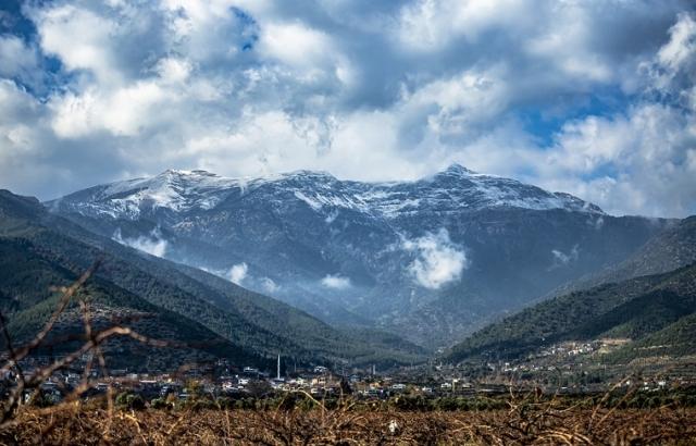Yüksek kesimlere mevsimin ilk karı yağdı