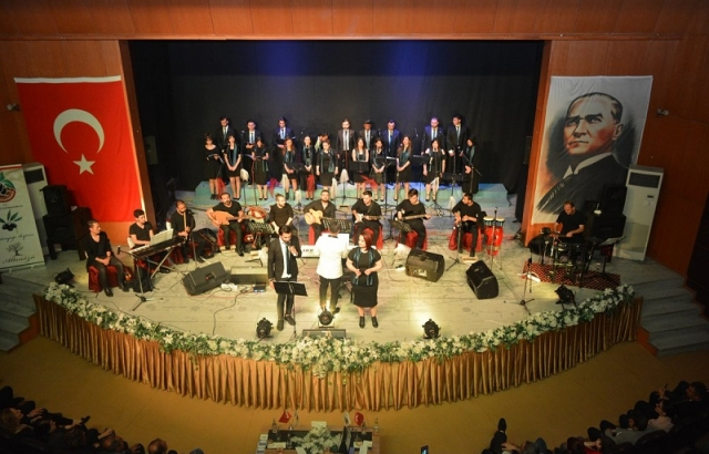 Zeytin Dalı Korosu Konser Verdi