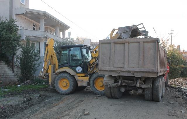 Adana Sokakta Çalışmalar Devam Ediyor