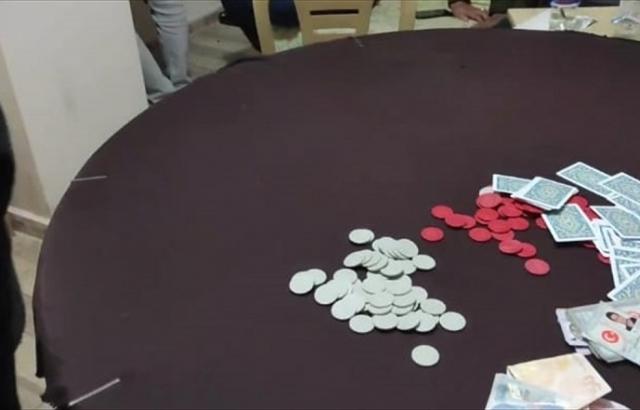 Evde kumar oynayan 16 kişiye para cezası