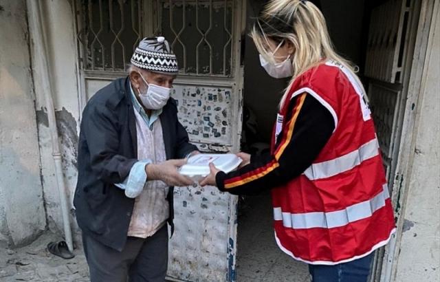 Hatay'da Türk Kızılay'dan ihtiyaç sahiplerine sıcak yemek