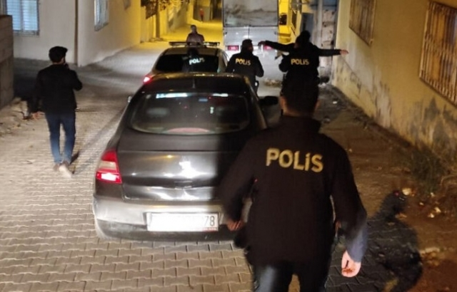 İskenderun Polisi gece mesaisinde!