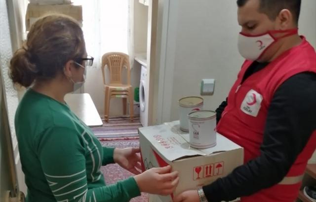 Kızılay'dan ihtiyaç sahibi ailelere gıda yardımı