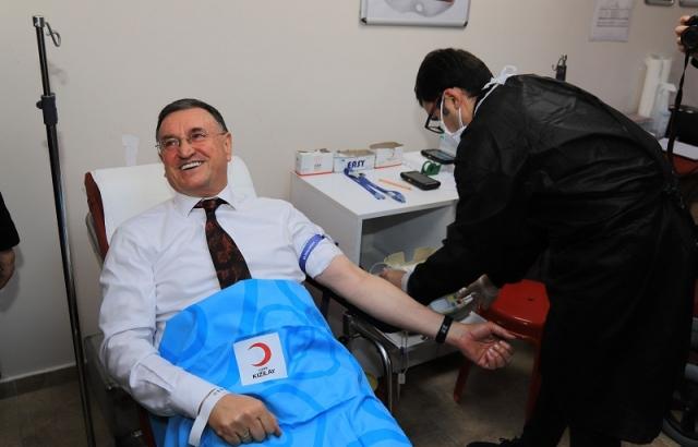 Başkan Lütfü Savaş kan bağışında bulundu
