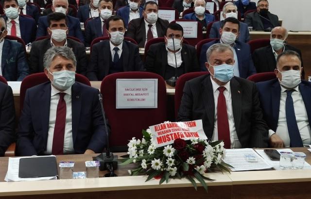 Başkan Sayın'ın meclis koltuğu boş bırakıldı