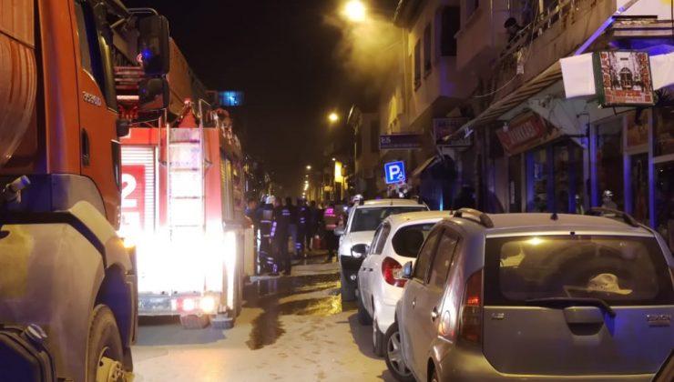Tarihi caddede korkutan yangın!