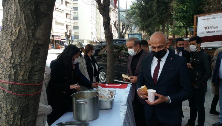 Vatandaşlara yağlı buğday çorbası ve ekmek ikram edildi