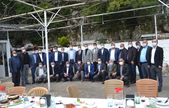 AK Parti Batıayaz'da muhtarlarla buluştu