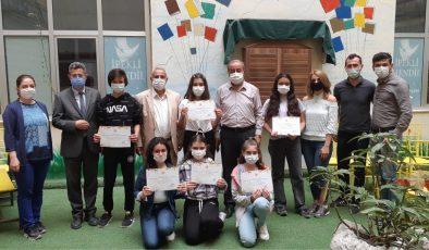 Öğrencilere sertifika verildi