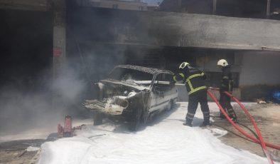 Yangın çıkan otomobil kullanılamaz hale geldi
