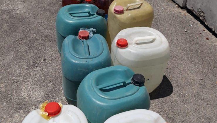 Durdurulan kamyonetten 240 litre sahte içki çıktı
