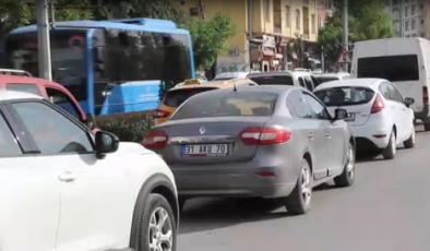 Hatay'da 'tam kapanma' öncesi trafik yoğunluğu yaşandı