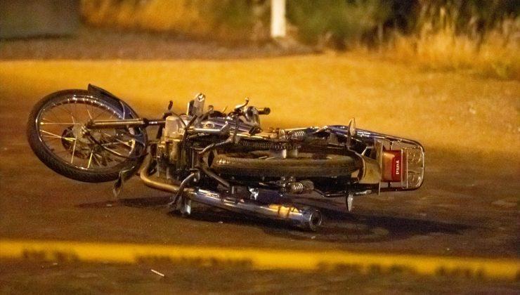 Motosiklet ile minibüs çarpıştı: 1 ölü, 1 yaralı