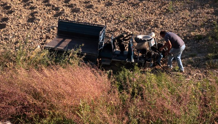 Tarım aracı devrildi: 3 yaralı