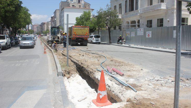 Caddede enerji altyapı çalışmaları