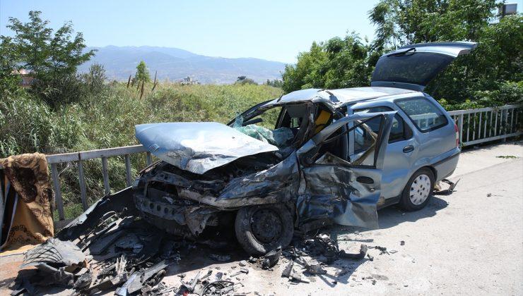 Hatay'da iki otomobil çarpıştı: 3 yaralı