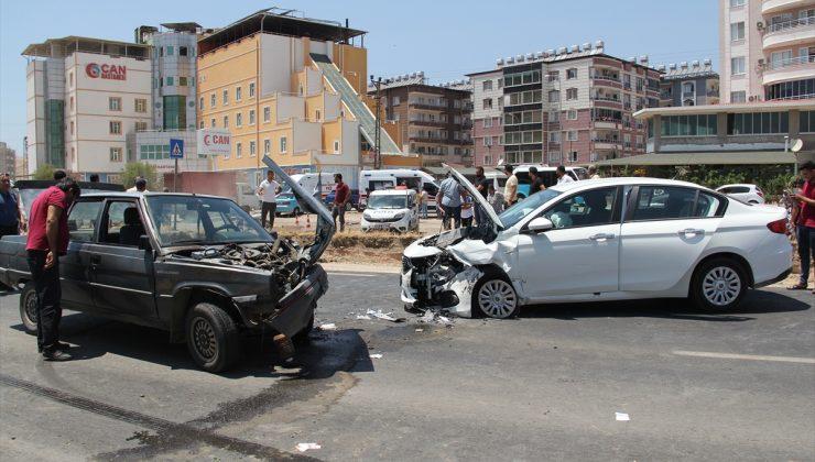 İki otomobilin çarpışması sonucu 4 kişi yaralandı