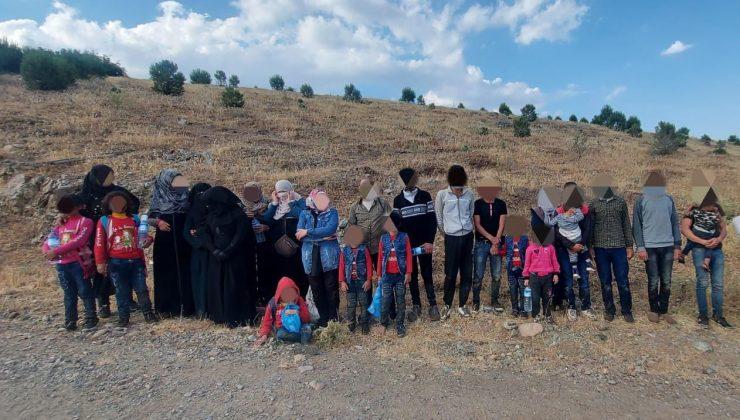 26 göçmen ve 4 organizatör yakalandı
