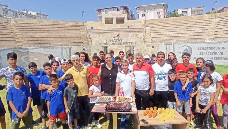 Milli Sporcuya Sürpriz Doğum Günü