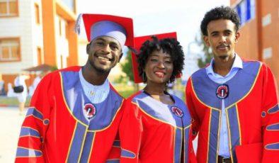Uluslararası öğrenciler ailemize katılmak için İSTE'kli