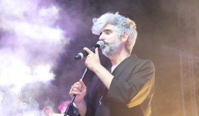 Manuş Baba, hayranlarına konser verdi