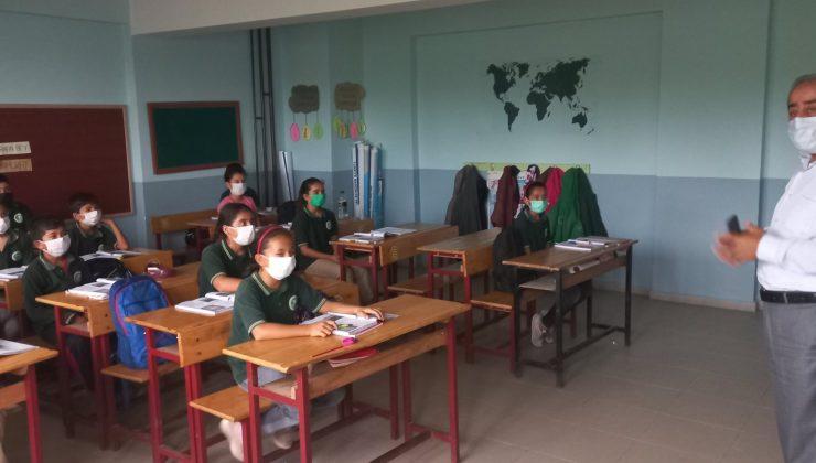 Gülistan, okul ziyaretlerini ihmal etmiyor