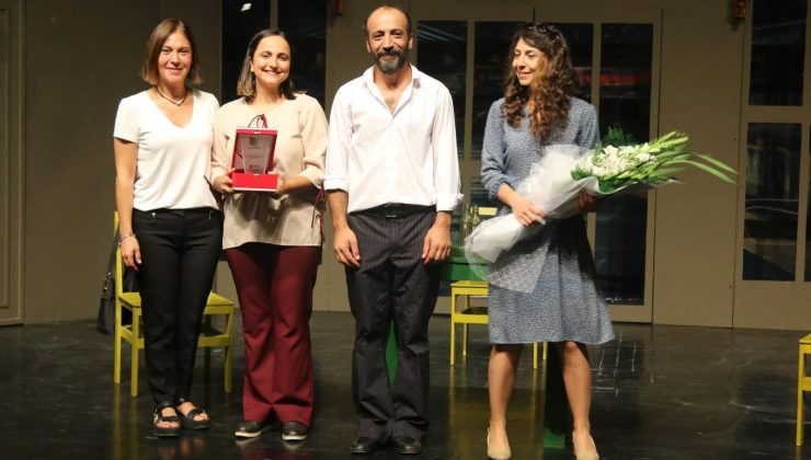 HBB Şehir Tiyatrosu Seyhan'da Büyük Alkış Aldı