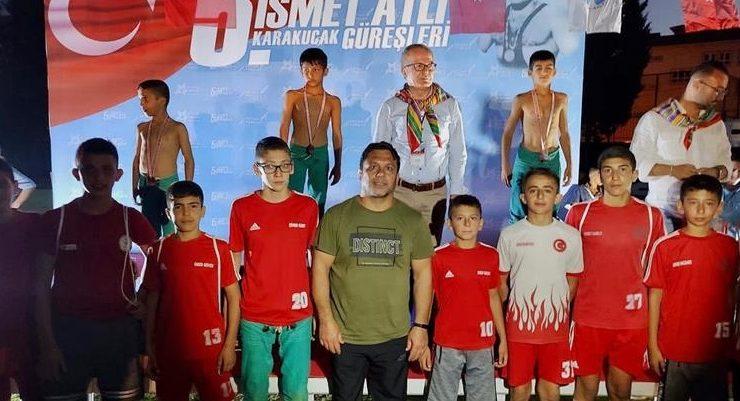 Sporcular, Karakucak Güreşleri'nden Ödülle Döndü