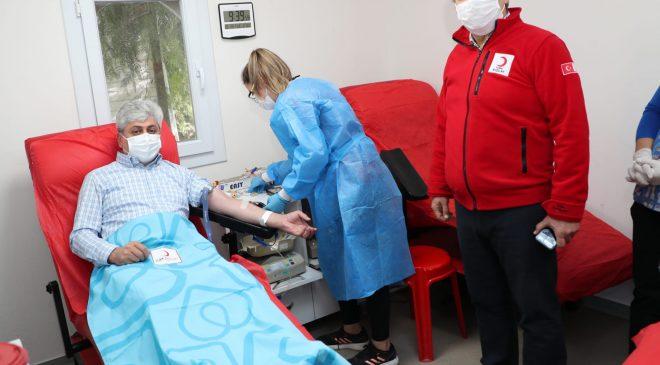 Vali Doğan kan bağışında bulundu